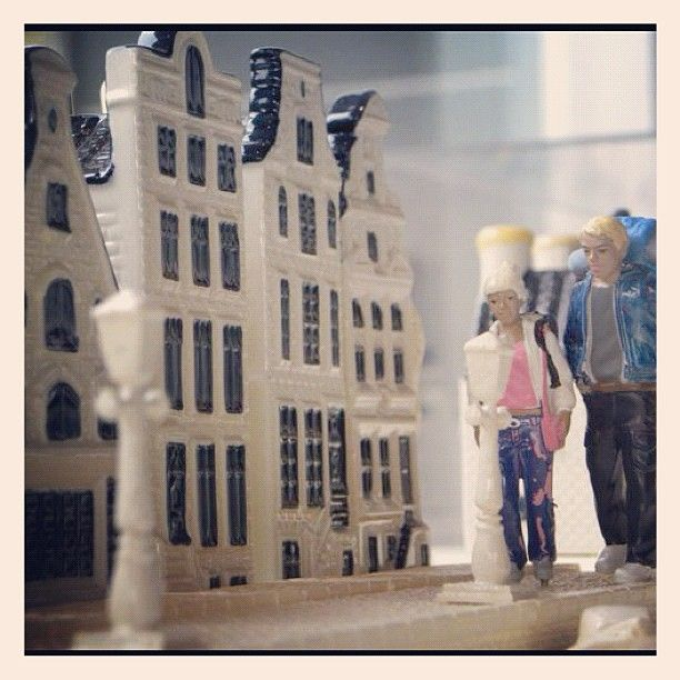 This spring we had 2 guests from #madurodam staying in our Delft blue lane! They stayed with us until the renovation of the new Madurodam was ready! #klm #delftblue #klmhouse #thehague: Like Vans, Blue Lane, Delftblu Klmhous, Klm Royals, Klmhous Thehagu, Dutch Airline, Delft Blue, Klm Delftblu, Airline Instagram