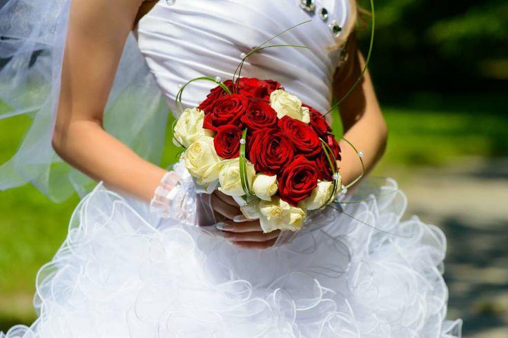 Menyasszonyi csokor bordó. Red wedding bouqet.