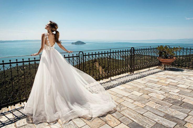 #beautifulbride #bluesky #absolutebliss #sposamoda #weddingdress #tule #lace #balcony