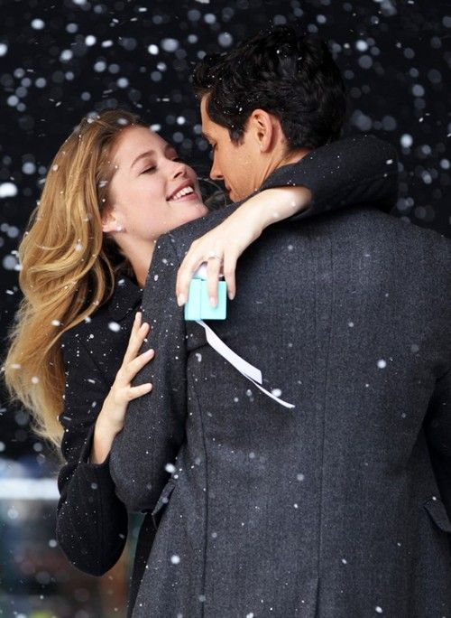 L♥VEWinter Snow, Little Gift, Engagement Photos, Rings Boxes, Bulletin Boards, Tiffany Boxes, Christmas, Tiffany Wedding Rings, Doutzen Kroes
