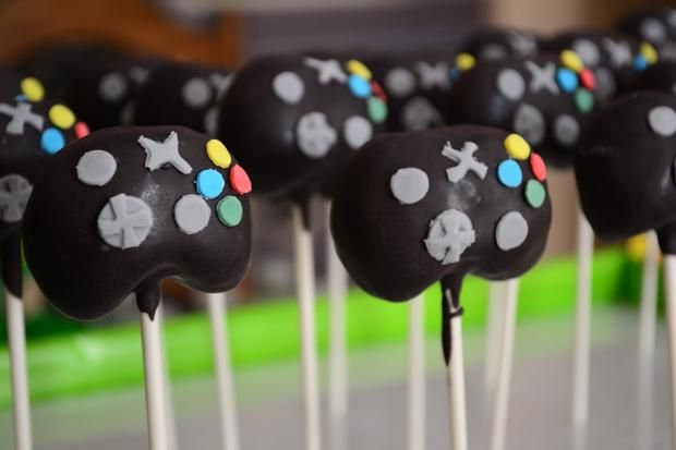 Hostess with the Mostess® - Video Game Party (Plants vs. Zombies): Cakes Pop, Birthday Parties, Parties Plants, Custom Cakes, Control Cakes, Videos Games Cakes, Videos Games Parties, Parties Cakes, Videogames Fun