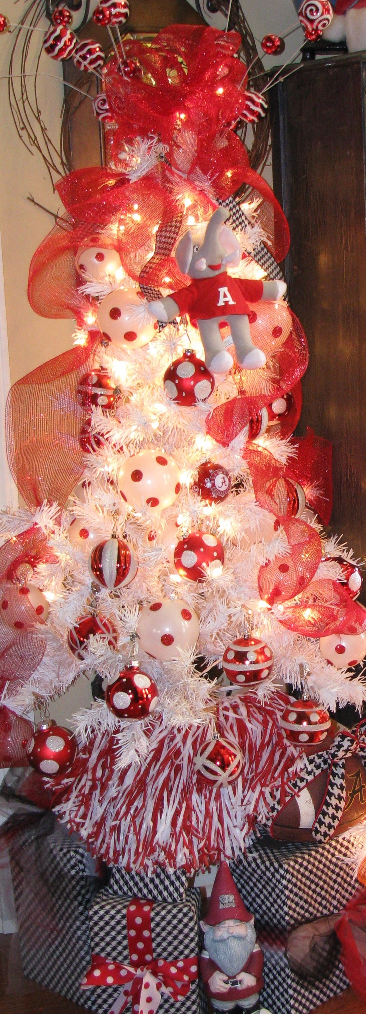 ALABAMA CHRISTMAS TREE... I WOULD SO DO THIS IF MY HUSBAND WAS A BAMA FAN