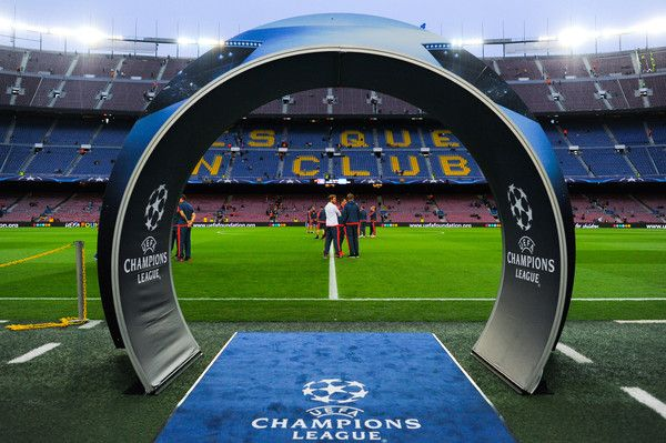 Bayer 04 Leverkusen stand on the pitch ahead of their UEFA Champions League Group E match between FC Barcelona and Bayer 04 Leverkusen on September 29, 2015 in Barcelona, Catalonia.