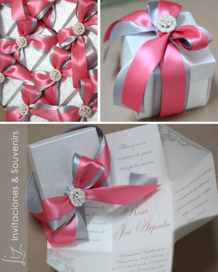 Combinación que nos encanta: Rosa Coral, perlas y plateado! Invitación de Boda tipo Magic Box!