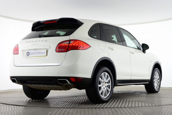 Used Porsche Cayenne D V6 TIPTRONIC White for sale Essex WN61UGW | Saxton 4x4