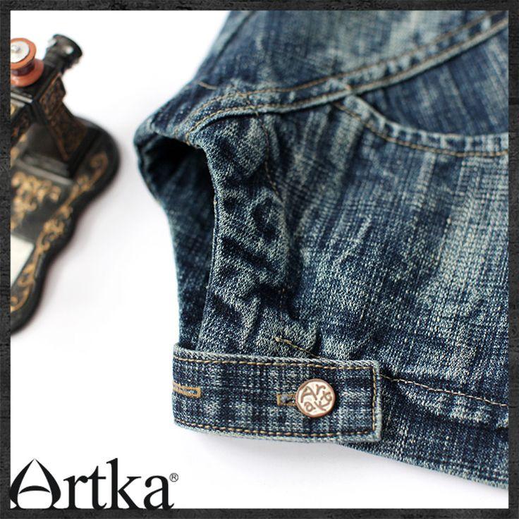 Тёмно-синий джинсовый жилет на пуговицах