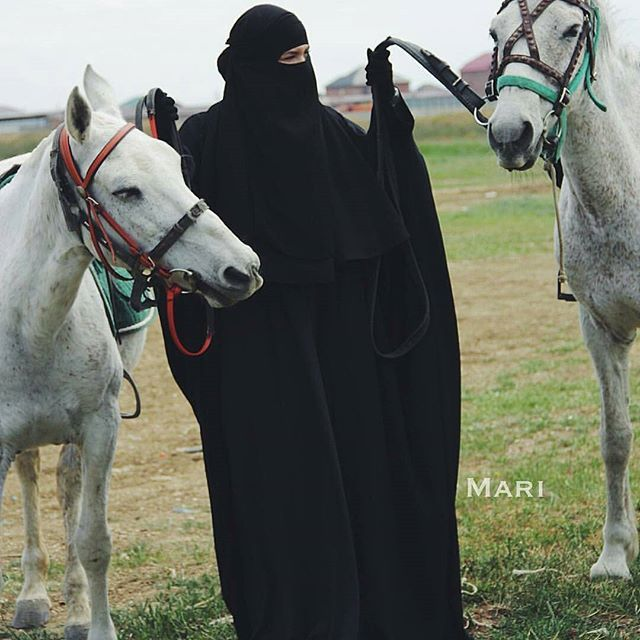 Аллах является наилучшим слушателем. Вам не нужно ни кричать, ни плакать в слух. Потому что Он слышит любой шёпот молитвы искреннего сердца… #хиджаб #никаб #Дубай #ислам #хадж #Медина #мекка #улыбка #сунна #hidjab #niqab #Medina #selfie #islam #Dubai #smile #cannon