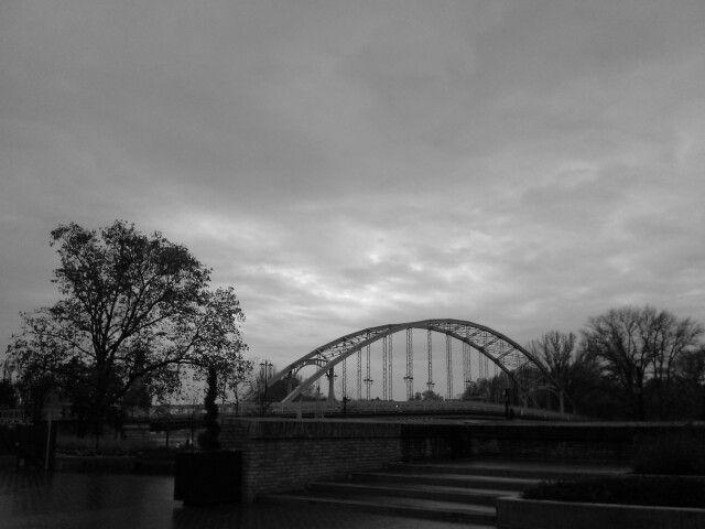 Őszi felhők a Révfalusi híd felett. Győr