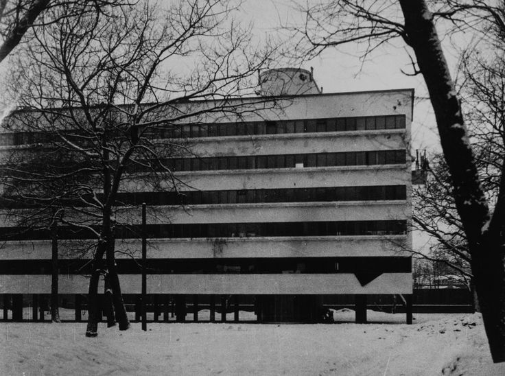 Narkomfin apartments Moscow, USSR Architects: Moisei Ginzburg and Ignatii Milinis (1928-1929) ph. Robert Byron