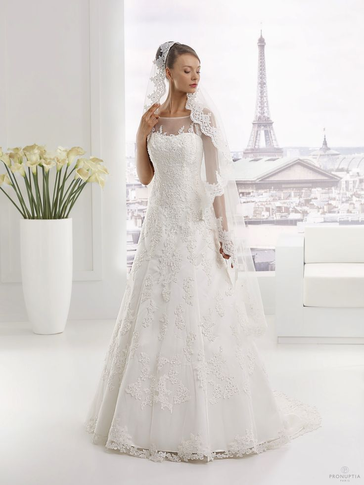 Robes de mari e pronuptia mod le lyautey http www for Robe de mariage tronc spectacle