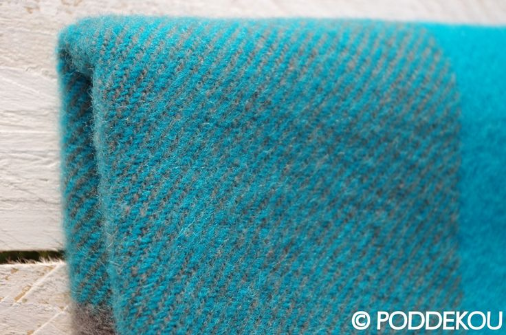 Tyrkysová deka z ovčej vlny