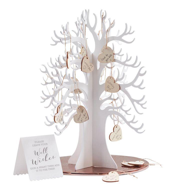 Anstatt eines normalen Gästebuchs ist das Bäumen aus Holz eine tolle Idee für die Glückwünsche der Gäste. Botanics Gästebuch Baum bei www.party-princess.de