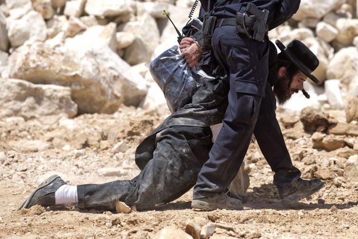 19.08 A Jérusalem un juif orthodoxe est arrêté par la police israélienne.Photo: Abir Sultan