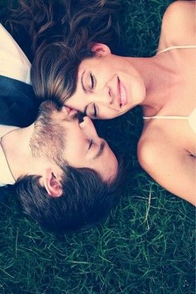 Sweet Engagement Photo and Poses Ideas 5