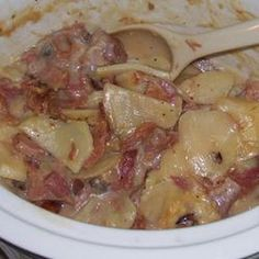 Crockpot Scalloped Potatoes and Ham @keyingredient #cheese #cheddar #soup #crockpot