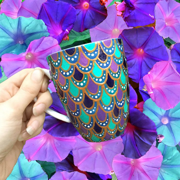 Inspired by the infamous mermaid herself; Ariel. This handpainted mermaid scale mug is perfect for any Disney princess fan! Made by @thequirkycupcollective
