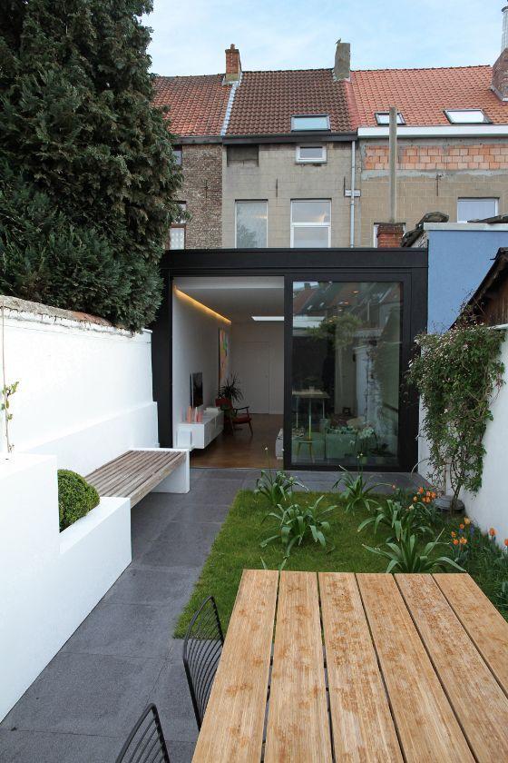 Leuk contrast in modern en oud door de moderne aanbouw aan het huis.