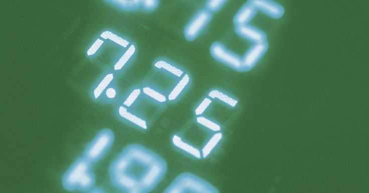 Cómo convertir un decimal a una fracción. Hay momentos en los que se necesitan las fracciones ya que son más fáciles de trabajar con ellas que con sus homólogos los decimales. Cambiar o convertir un decimal en una fracción no es tan difícil como puede parecer. Los decimales en realidad son fracciones, escritas en otra forma. Una vez que recuerdas esto, al reconocer cómo conectar los ...