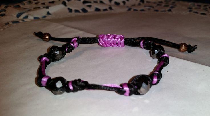 Armband aus schwarz rosa Kunstseide mit schwarzen Glasperlen,passend zur Vintagekette mit Blumen in Harz, 6,50 Euro, Handarbeit von szenenwelt auf Etsy