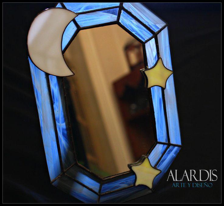 Viajamos a la luna y las estrellas con este espejo de mesa octagonal. $ 450 MXN.