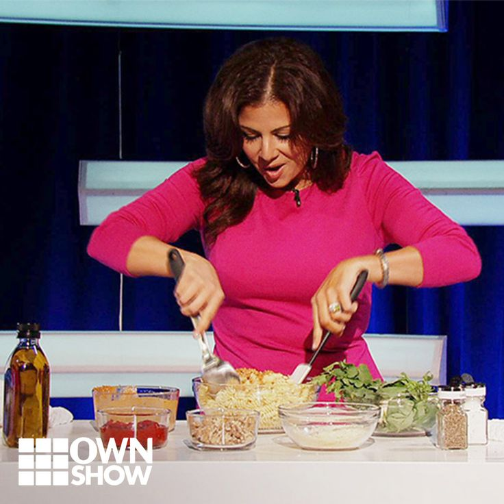 "Chef Martita Jara of Home Made Simple makes a ""delicioso"" pesto pasta salad – in just two minutes!"