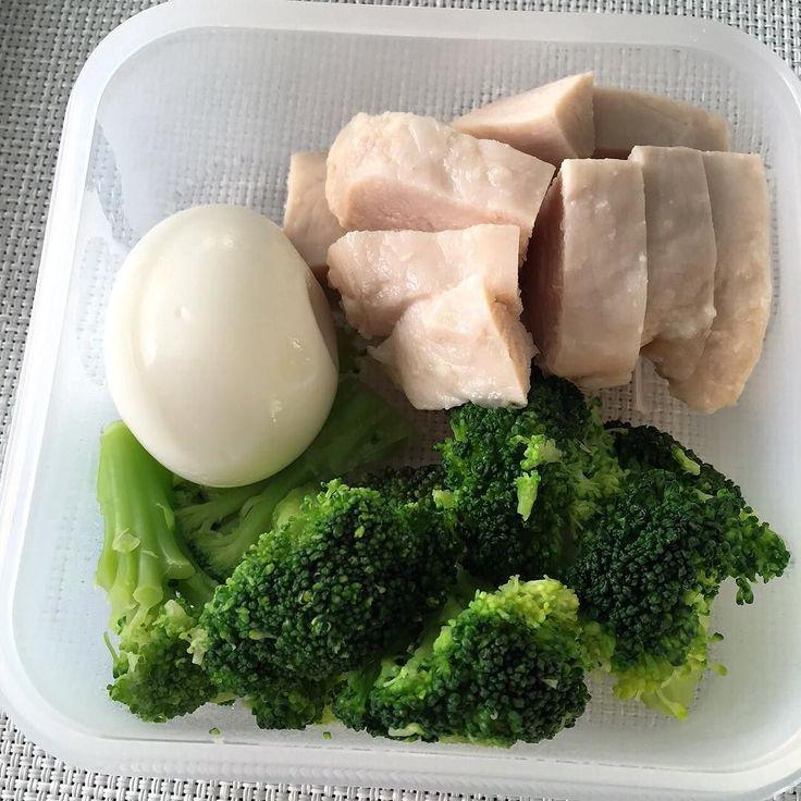 ゆで卵ブロッコリーサラダチキン(手抜き感.. #糖質制限 #糖質制限ダイエット #低糖質 #ダイエット仲間募集 #lowcarb #lowcarbdiet #protein #healthyfood #lunch by nanajpntyo