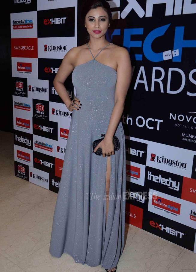 Daisy Shah at the Exhibit Tech Awards 2015. #Bollywood #Fashion #Style #Beauty #Hot
