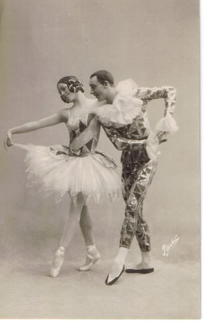 Vintage ballet postcard Harlequin and Columbine.