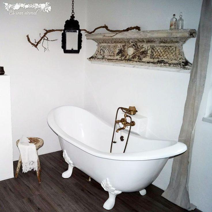 """Wundervolles Vintage-Badezimmer mit der Nostalgie-Badewanne Edinburgh. Vielen lieben Dank an """"Es war einmal"""" (zum Shop: http://ift.tt/2mTHYPY) für die tollen Bilder!  #vintage #eswareinmal #nostalgie #interiordecorator #interiordecor #interiordesigner #instahome #bathroom #interior #interiordesign #homesweethome #shabbychic #homeideas #homeinspiration #design #baedermax #badewanne #badezimmer #landhaus #living #bath #bathtub #bathroom #rustic"""