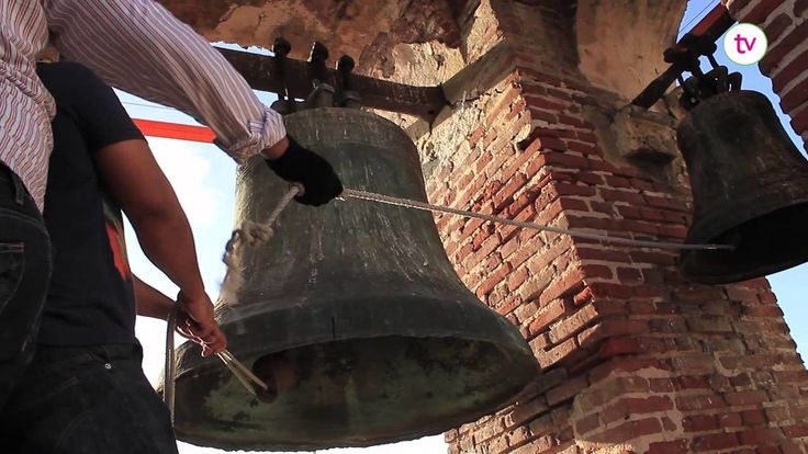 El Santo Domingo Colonial ha desarrollado a lo largo de sus más de 500 años una manera particular para el repique de las campanas de sus iglesias, En este vídeo vemos a los campaneros de la Catedral Primada de América contarnos de esta tradición que se enriquece día a día. Disfrútalo con nosotros en localtv_do, síguenos en las redes sociales y en http://localtvdo.wordpress.com