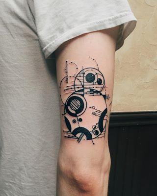 Bora conhecer o lado negro da tatuagem? Chega junto com a gente nessa matéria e fique louco com esses rabiscos feitos para homenagear e marcar na pele o am