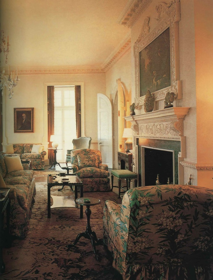 Frances Elkins. Living room of Mrs. Kersey Coates Reed's house in Lake  Forest,