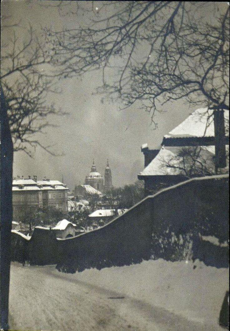 e.o. hoppé, prague, 1925