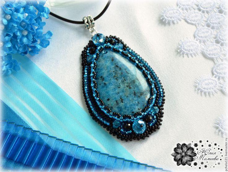 """Купить Кулон """"Элегия"""" - пегматит, хрустальные бусины, вышивка бисером - голубой, черный, Ультрамарин, синий, beads, beading, embroider, embroidery, blue, black, handmade, jewelry"""