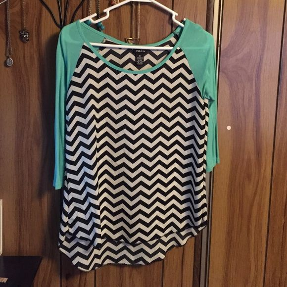 Chevron Top Pair with black leggings for a perfect outfit  Open to offers, ask me if you have any questions. ❌ no trades ❌ no PayPal Rue 21 Tops
