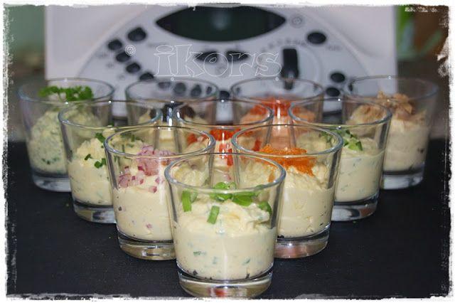 Aufstrich a la Trzesniewskiaus Wien  6 Eierin das Garkörbchen geben 500 g Wasser in den Mixtopf füllenKörbchen einhängen 14 Min./Varoma/St.1 Eier abschrecken, schälen und auskühlen lassen   die hartge