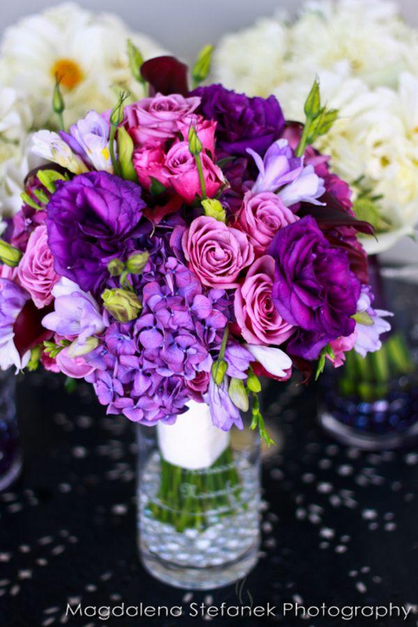 Eine sehr schöne Dekoration in der Trendfarbe Radiant Orchid #radiantorchid #vase #blumen #flowers #lila #violett #twbm