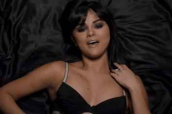"""11 Times Selena Gomez's """"Hands To Myself"""" Video Made Me Question My Homosexuality"""