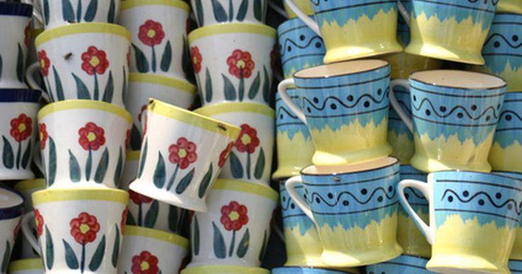 Como os desenhos são pintados em xícaras e louças . As novas tintas cerâmicas permitem que os entusiastas de artesanato de todas as idades decorem facilmente xícaras e louças com desenhos de longa duração, resistentes à máquina de lavar louça — tudo isso sem usar um forno de cerâmica. Tintas cerâmicas são aplicadas a louças comerciais esmaltadas e fabricadas num forno padrão. As específicas são ...