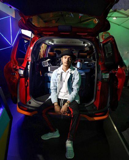 Toyota Sienta fashionable banget ❤️ Cocok banget buat anak muda jaman sekarang, apalagi designnya stylist banget dengan interior yg menarik 🎉 Best Toyota Sienta 🌹 dari @toyotaid ! Ini di #PopUpPlayground yang tadi aku dateng , bener-bener seru. Dan tadi ada Talkshow juga di #SientaXJFW dari expert fashion.. Besok mampir lg ya guys ke booth Toyota di #jfw2018