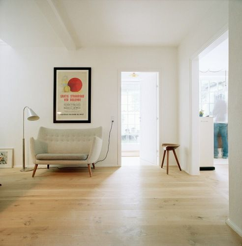 : Modern Homes Design, Living Rooms, Clean, Floors, Open Spaces, Chairs, Loveseats, Modern Interiors, White Wall