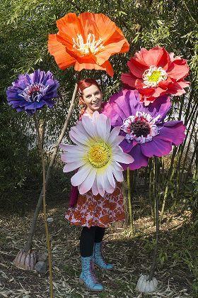 DIY: Riesenblumen aus Floristenkrepp und Papptellern von Bine Brändle - mit link zu einem Video