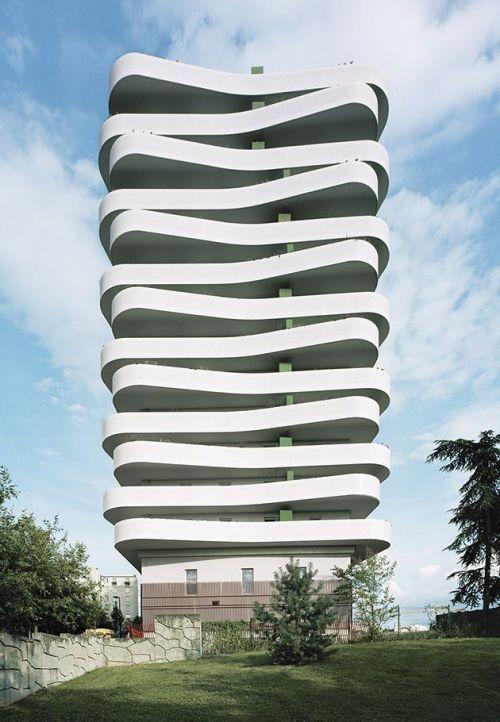 De golvende balkons van ZAC du Coteau in een buitenwijk van Parijs door ECDM Architects.