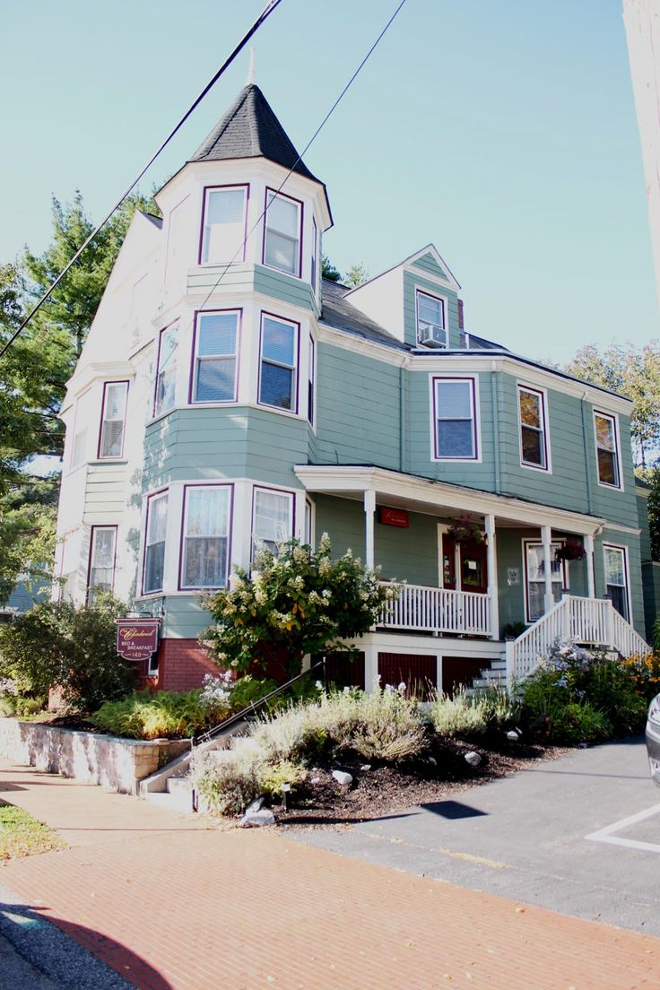 You got to love New England for its cute Bed & Breakfasts like The Chadwick in Portland, Maine! #portland #maine #bedandbreakfast #travel #indiansummer #newengland