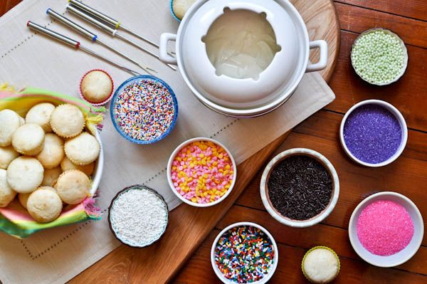 Cupcake fondue. Could dessert get any better?!