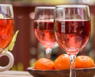 Våren är nära och det börjar bli dags att påskynda ankomsten med ett glas rosé eller två. Vinguiden tipsar om de bästa just nu.