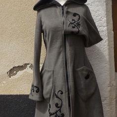 """Manteau veste de fée elfique """"elfrith"""" grande capuche  polaire taupe  sanlivine http://sanlivine.alittlemarket.com"""