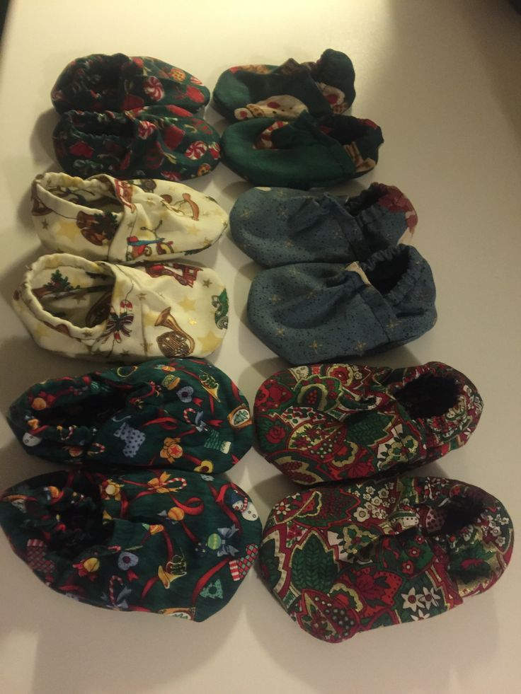 Christmas babyshoes.
