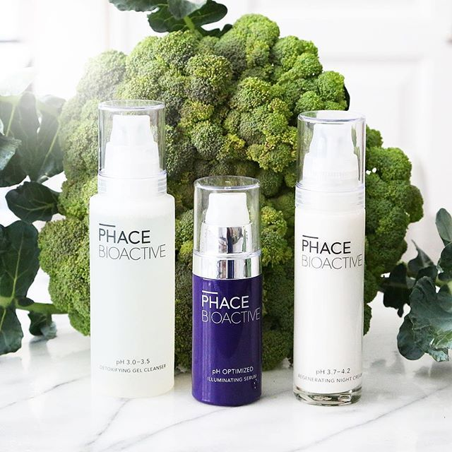 These are the contents of PHACE BIOACTIVE's Bright Face Kit - the ultimate anti-aging solution. Step 1: Detoxifying Gel Cleanser - use with luke warm water. Step 2: Illuminating Serum - this is your anti-aging treatment, applied at PM onto a clean, dry face. Step 3: Regenerating Night Cream - velvety, hydrating yet non-comedogenic moisturizer, apply after your Serum. #thephacelife #ph #phbalance #clearskin #healthyskin #beauty #antiaging #qvc #realresults