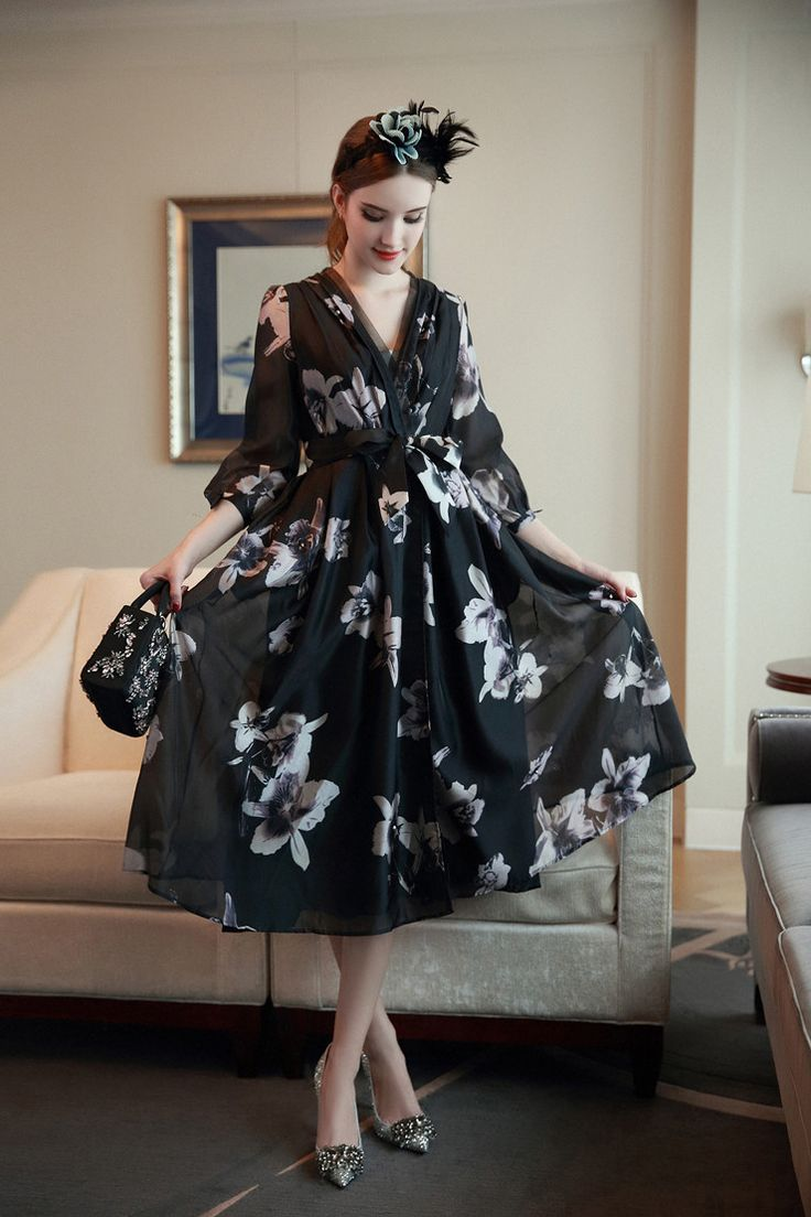 Find More Information about Vintage Fashion Woman's Floral Print V neck Expansion Trench Dress OL Women Elegant Ball Gown Dresses one piece dress Vestidos,High Quality dress up girls dresses,China dress up plain dress Suppliers, Cheap dress berry from HSM Boutique on Aliexpress.com